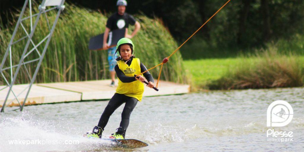 vitesse-reduite-pour-apprendre-et-progresser-sur-teleski-nautique-wake-park-plesse-1